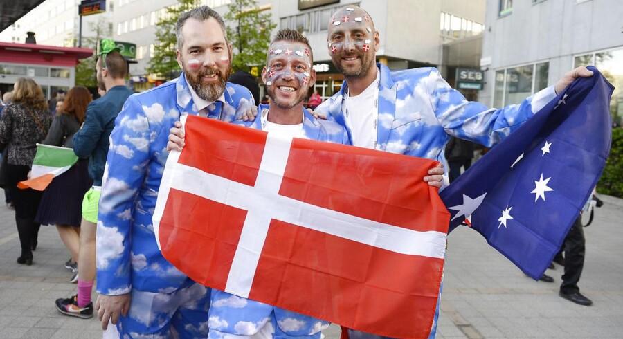 Danske fans ankommer til aftenens semifinale ved Eurovision Song Contest i Globen i Stockholm.