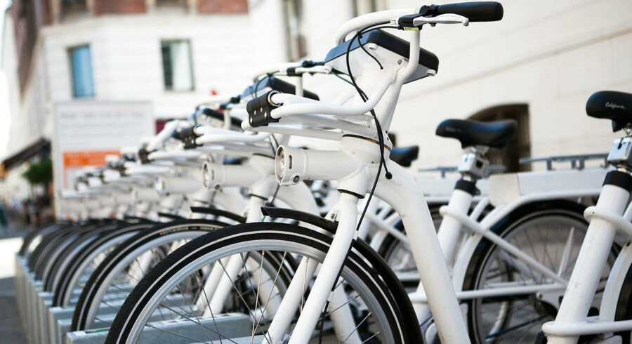 Der har været mange bump på vejen siden de hvide bycykler blev bestilt gennem et offentligt udbud i 2012, der blev vundet af det nu konkursramte selskab Gobike.