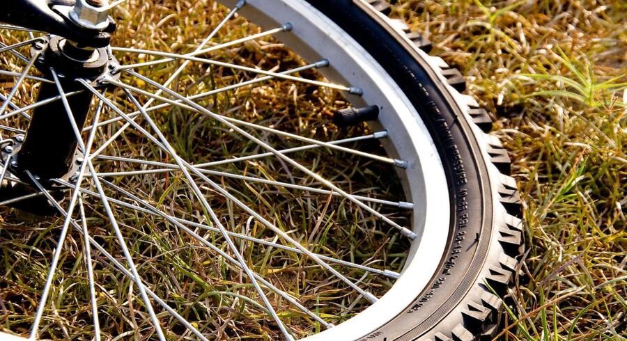 Seks cykelryttere er blevet ramt af bil.