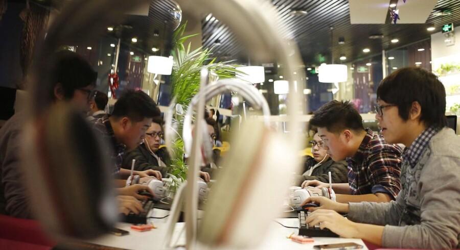 ¨Kinesiske medier er nogle af de mest likede på Facebook, selv om det sociale medie er forbudt for kineserne. Foto: How Hwee Young/EPA
