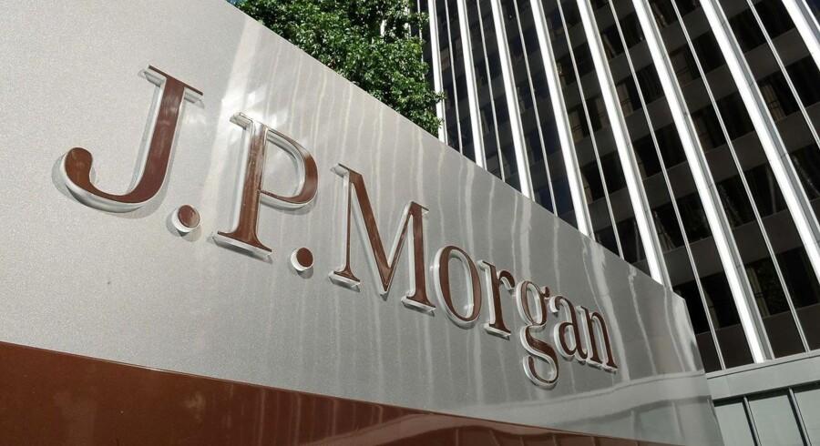 Det er gået bedre for JPMorgan i fjerde kvartal end ventet, og for hele 2015 har den amerikanske storbank nået et rekordhøjt overskud på 24,4 mia. dollar.