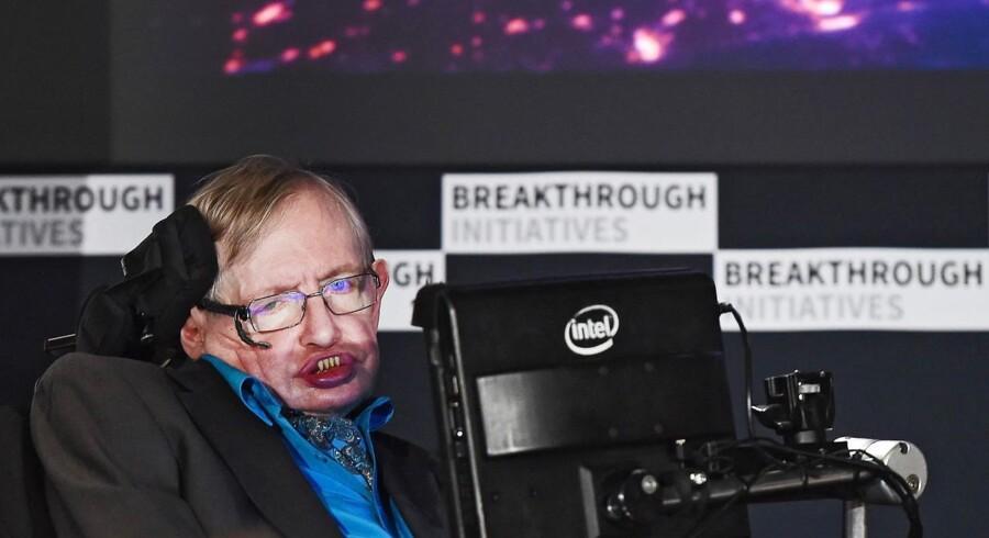 Britiske Stephen Hawking er blandt underskriverne af det åbne brev.