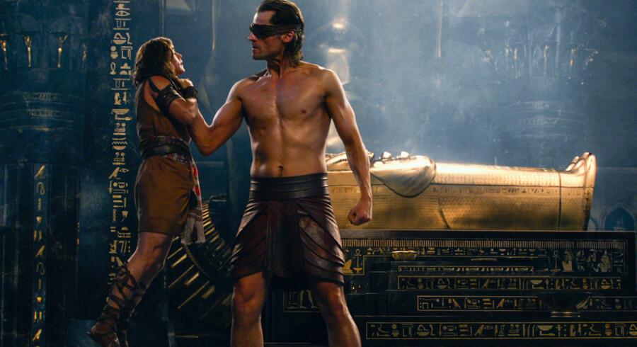 »Gods of Egypt« bliver i den grad båret oppe af gode skuespillere som Geoffrey Rush, Gerard Butler og ikke mindst Nikolaj Coster-Waldau i hovedrollerne –her som den tre meter høje gud Horus.
