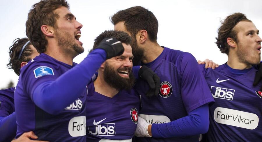 FC Midtjylland jubler, efter Marc Dal Hende har scoret sit andet mål til 2-0. Fra venstre er det FC Midtjyllands Jakob Poulsen, Marc Dal Hende, Tim Sparv og Erik Sviatchenko.