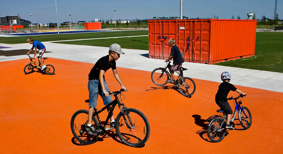 Hos organisationen Danske Cykelhandlere oplever man, at det særligt er i yderkommunerne, at der bliver solgt færre cykler, mens byboerne fortsat investerer i den tohjulede transport.