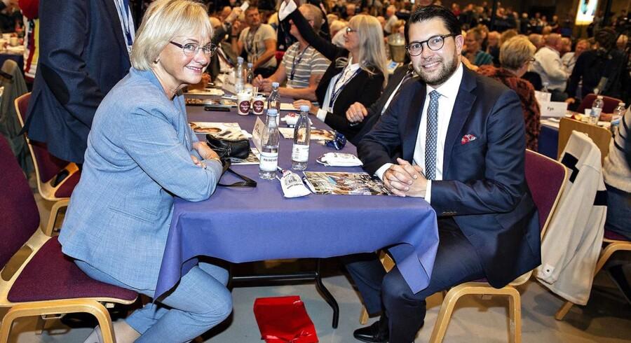 Formand for Sverigedemokraterna, Jimmie Åkesson, besøgte DFs Årsmøde og Pia Kjærsgaard i Herning Kongrescenter i weekenden.