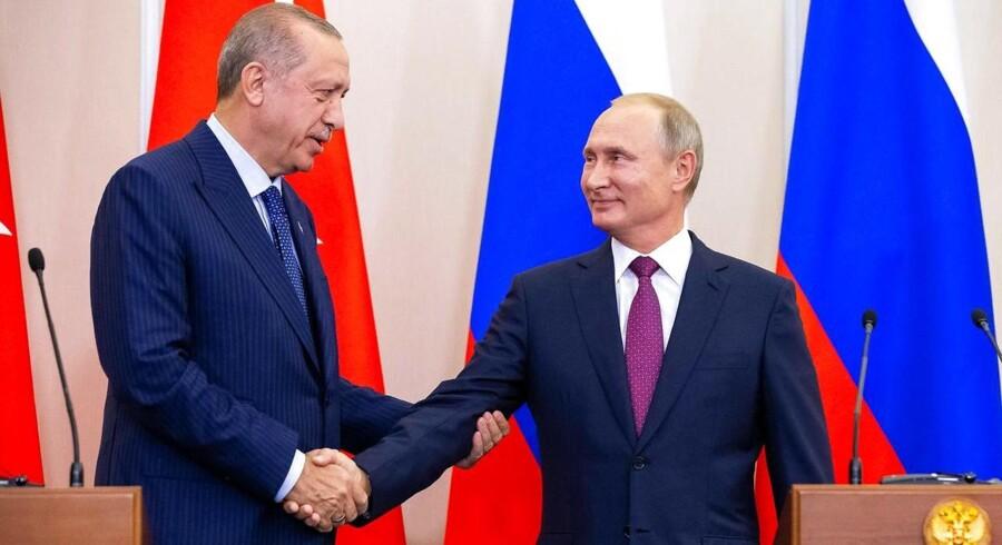 Den russiske præsident Putin og hans tyrkiske kollega, Erdogan, forhandlede i fire timer, inden de var klar til at præsentere en aftale for Idlib-provinsen i Syrien.