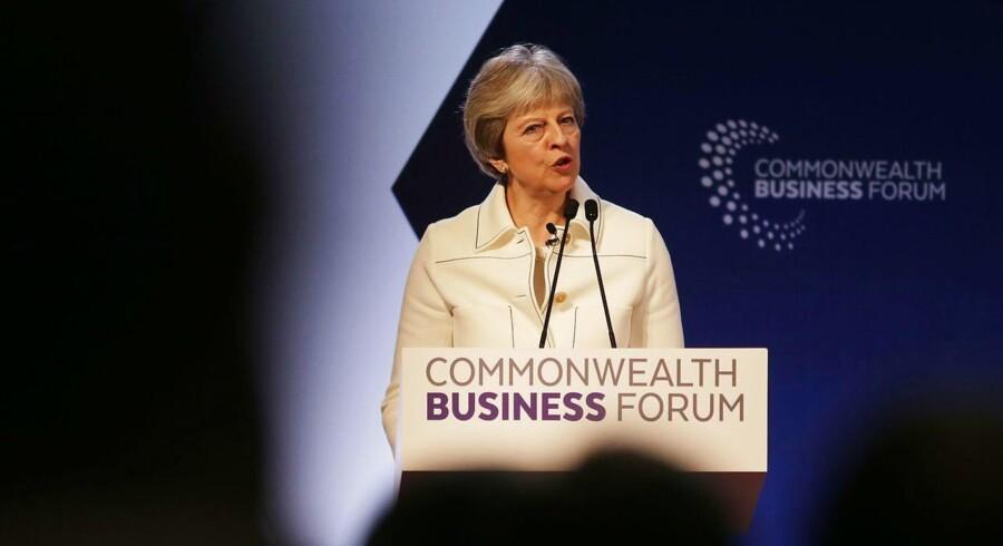 Den britiske premierminister, Theresa May, kæmper i øjeblikket for at lande en aftale med EU om, hvordan Brexit skal føres ud i livet. Den britiske modstand mod EU synes dog at ville ændre sig ad naturlig vej ifølge en undersøgelse fra YouGov.