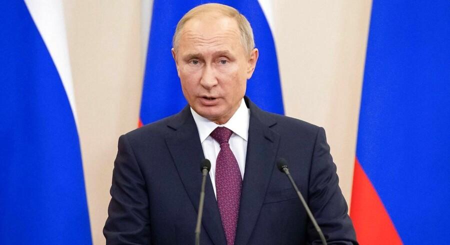 Det russiske forsvarsministerium siger, at det var et uheld, der fik den syriske regeringshær til at nedskyde et russisk militærfly med 15 om bord.