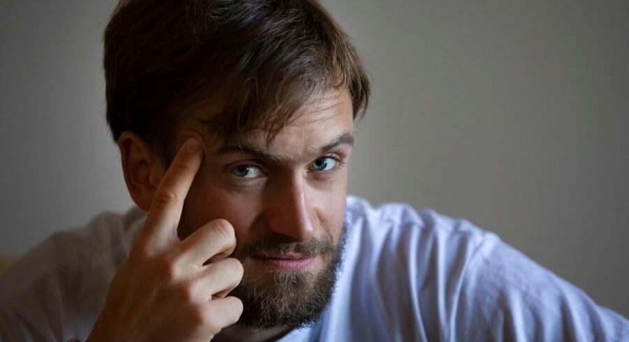 Pjotr Versilov, en af de fire medlemmer af Pussy Riot, der løb ind på banen og protesterede under VM i sommer, er efter alt at dømme blivet forgiftet, siger læger i Berlin.