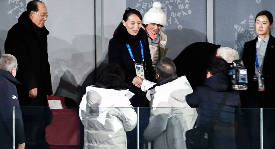 Ved åbningsceremonien ved OL i Pyeongchang oplevede verden den symbolske forbrødring på den koreanske halvø, da nord- og sydkoreanske atleter marcherede ind under fælles-koreansk flag, mens den sydkoreanske præsident, Moon Jae-in, og søsteren til den nordkoreanske præsident, Kim Yo-jong, gav hinanden et varmt håndtryk.