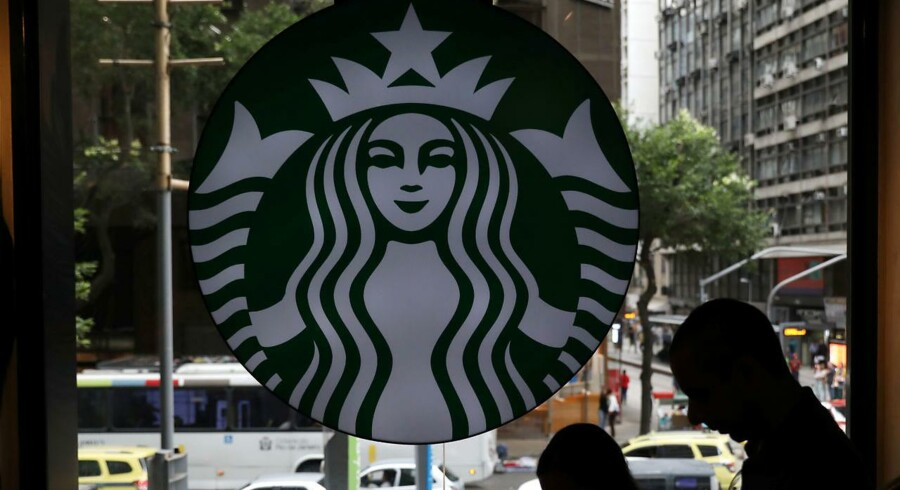 Anklagemyndigheden mener, at Hesalights kontrakt med Starbucks har en kopieret underskrift.