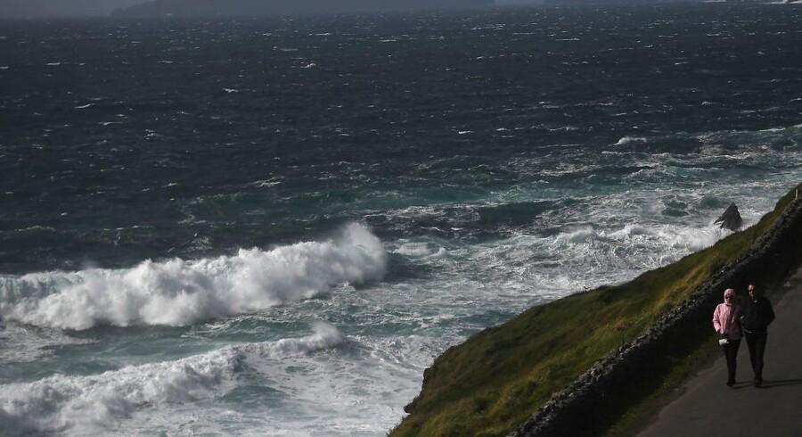 Voldsom storm hærger Irland og store dele af Storbritannien.