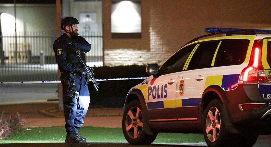 Arkivfoto. Politiet i Stockholm har anholdt syv personer, som mistænkes for at have taget del i et skyderi sent onsdag aften i den sydlige del af den svenske hovedstad.