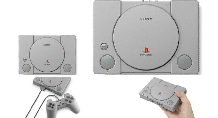 Så stor er forskellen på den nye og gamle udgave af Playstation 1, men selv om den nye er langt mindre, er controlleren i samme størrelse som dengang i 1994, da Sony meldte sig ind på konsolspilmarkedet. Foto: Sony