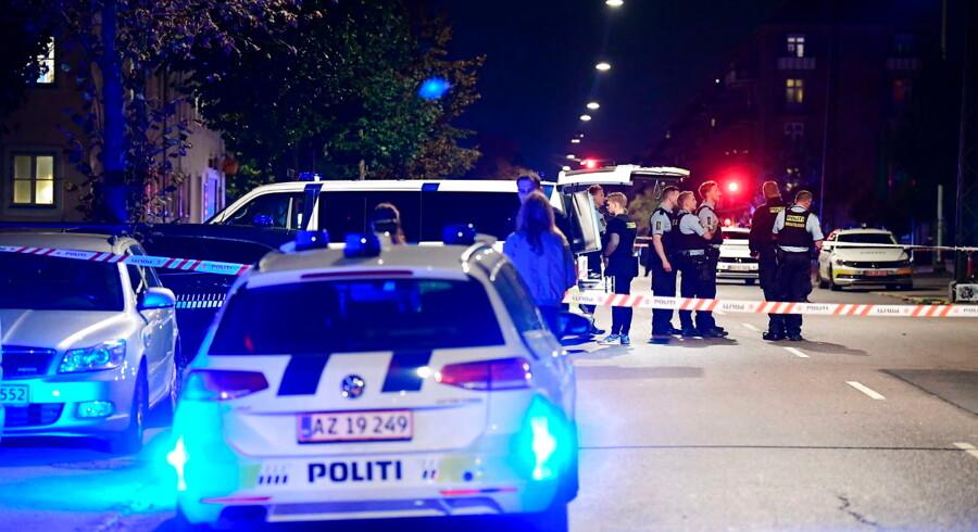 Politiet til stedet ved Bolsjefabrikken i Ragnhildsgade på Nørrebro i København, onsdag aften den 19. september 2018. Politiet er onsdag aften rykket ud til en skudepisode i Ragnhildgade i Københavns Nordvestkvarter.. (Foto: Bax Lindhardt/Ritzau Scanpix)