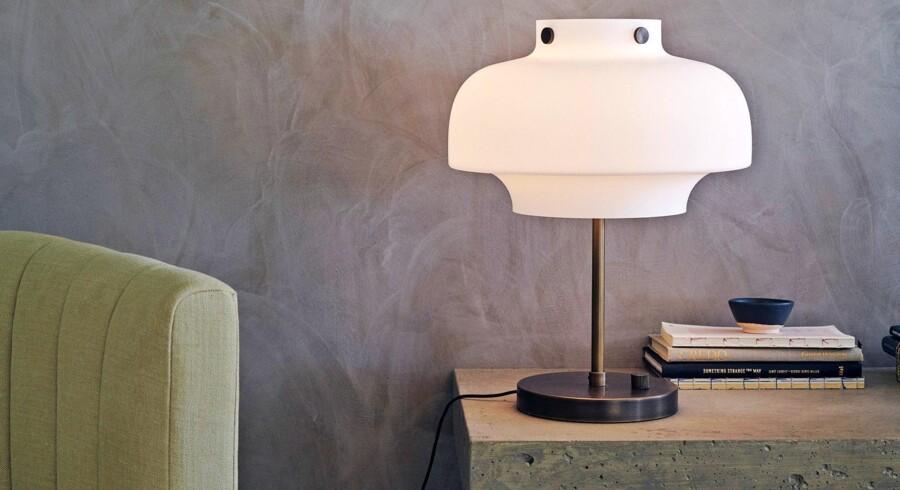 Lys spiller en stor rolle for, hvordan det føles at opholde sig i et rum. Her er det Copenhagen-lampen designet af Space Copenhagen for &tradition, der kan tones op og ned, alt efter hvilken lysstyrke du ønsker. Foto: PR
