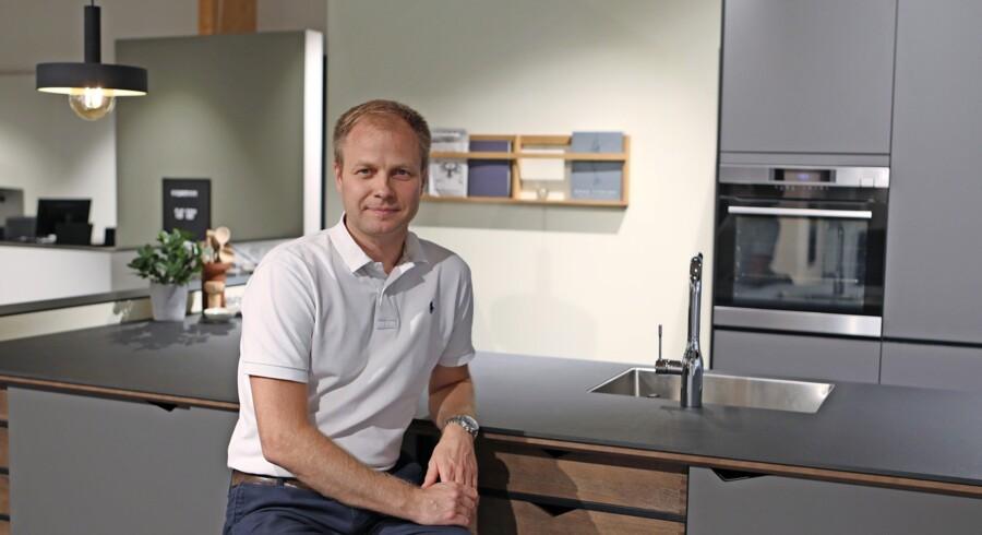 Et design skal både være smukt og rart at føle på, mener Claus Johnsen fra køkkenfirmaet Kvik. Foto: PR