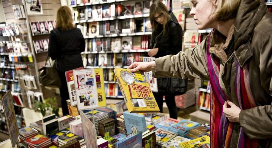 Bog & Idé har 125 butikker landet over, men kunderne behøver ikke at bevæge sig ned i en af de fysiske butikker for at købe en gave. Den kan leveres til døren med den nye gaveshop. Billedet er fra butikken på Købmagergade i København.