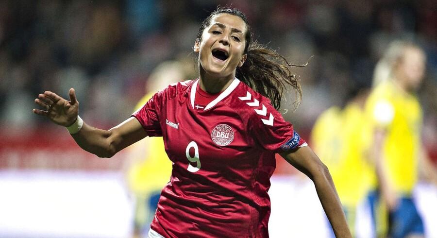 Ifølge en Fifa-ansat vil kvindernes landshold få større præmiepenge og flyve på øverste klasse i fremtiden.