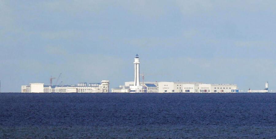 Kinesiske byggerier skyder op på det, der tidligere var ubeboede atoller i Det Sydkinesiske Hav.