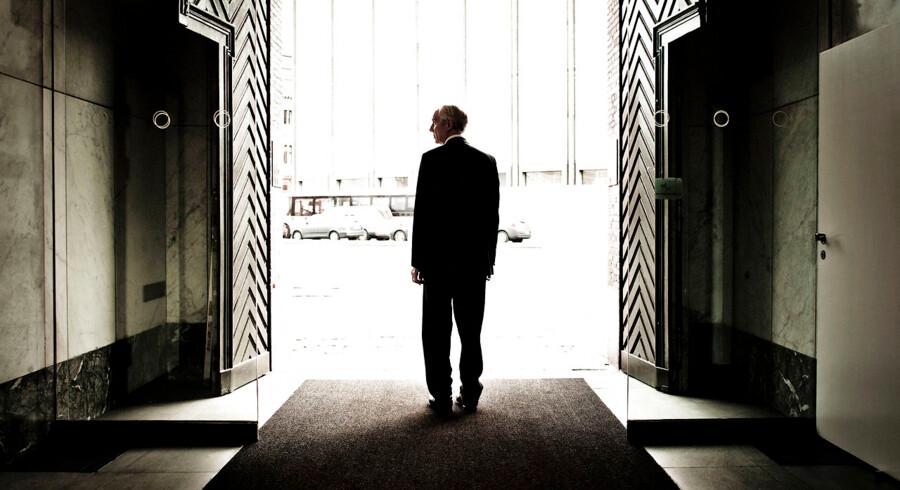 Peter Straarup fotograferet i januar 2012 på vej ud fra hovedkvarteret ved Holmens Kanal, hvor han i to årtier var med til at sætte kursen for Danske Bank. Den kontante chef har måttet se sit eftermæle smudset til i årene efter hans afgang. Arkivfoto: Morten Germund/Ritzau/Scanpix