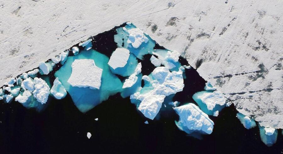Hvor hurtigt sker afsmeltningen i Grønland? Det kan være svært at evaluere viden, men kan uafhængige forskningspaneler som FN's klimapanel kan hjælpe os ved at opsummere og vurdere data, skriver Katherine Richardson. Foto: Ritzau / Scanpix / Reuters / Lucas Jackson