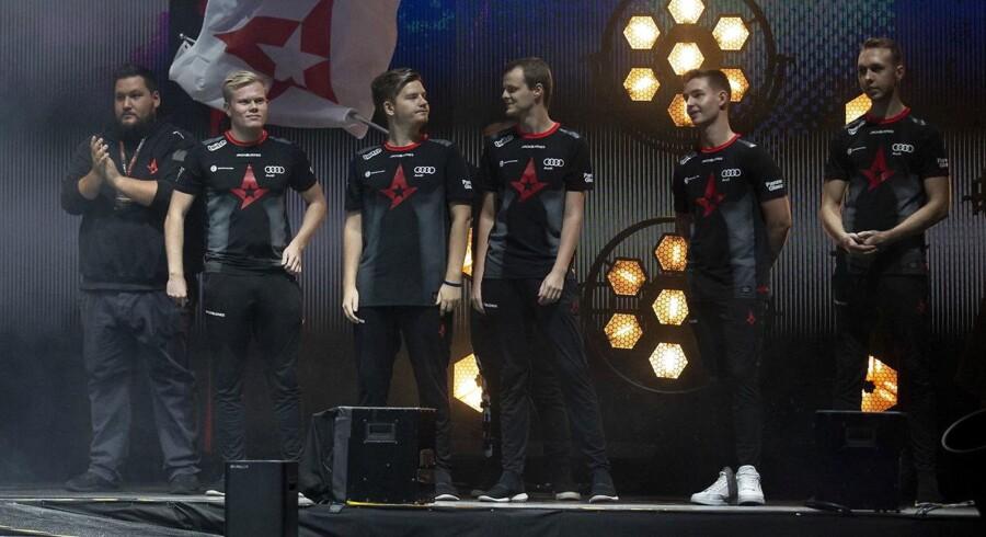 Det danske e-sportshold Astralis vinder stor major-turnering i London i computerspillet Counter Strike efter sejr over Natus Vincere fra Ukraine i finalen.
