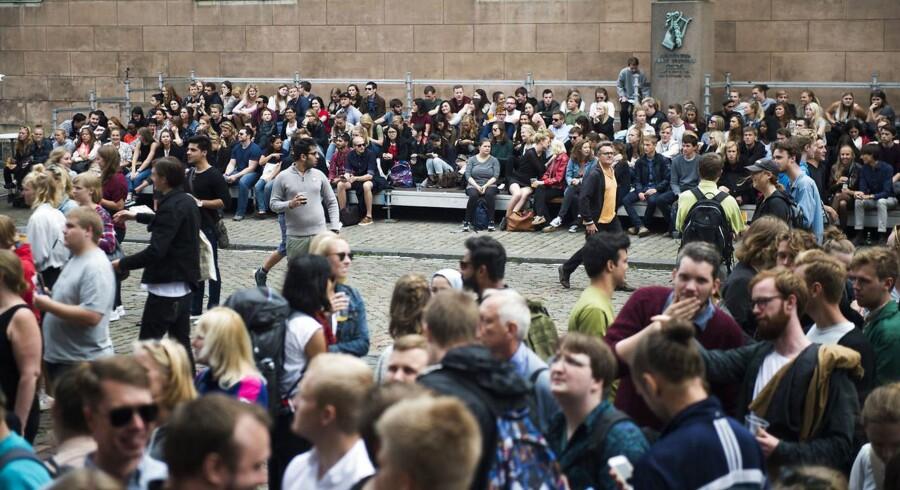 Københavns Universitet på Frue Plads. Uddannelseschefer for Det Juridiske Fakultet mener, at en henstilling om at tænke sig om, når der arrangeres udklædningstemaer for nye studerende, er blevet misforstået. (Foto: Ólafur Steinar Gestsson/Ritzau Scanpix)