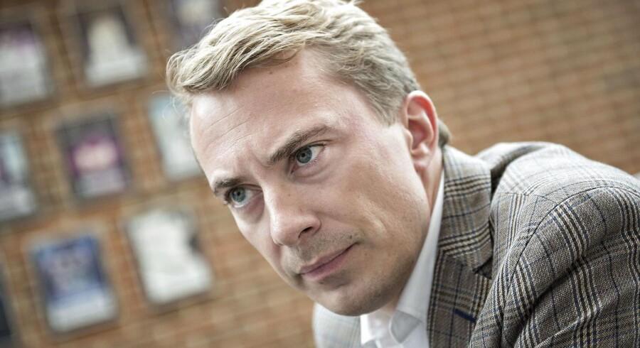 »Jeg afsværger ifølge DFs Morten Messerschmidt enhver værdi i det nationale – altså i det at være dansk. Det skyldes, at jeg er det, som Messerschmidt kalder »gæv internationalist«,« skriver Stine Bosse.