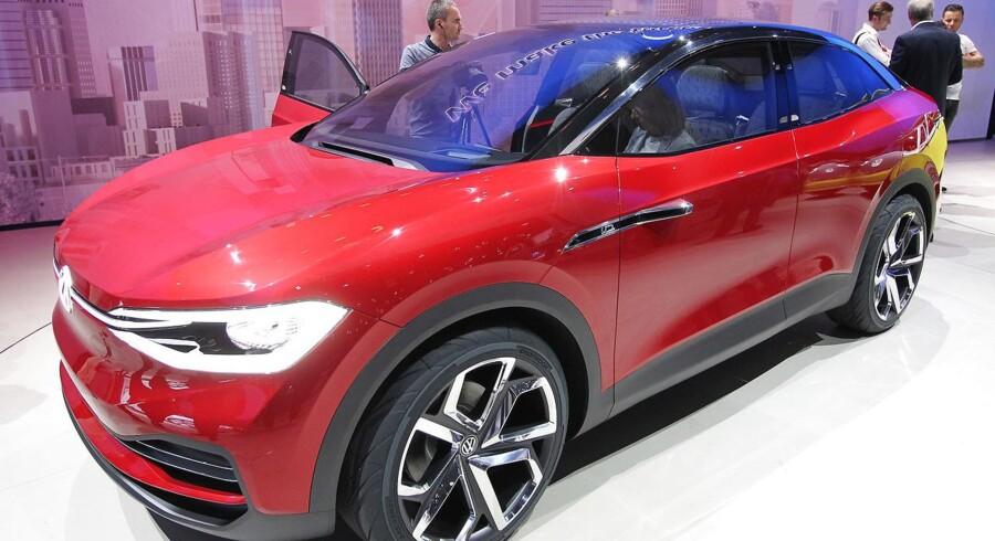 Bilgiganterne er i fuld gang med at udvikle fremtidens elbiler. Her ses en af VW's elektriske konceptbiler, der tidligere er blevet præsenteret i Frankfurt. Daniel ROLAND / AFP
