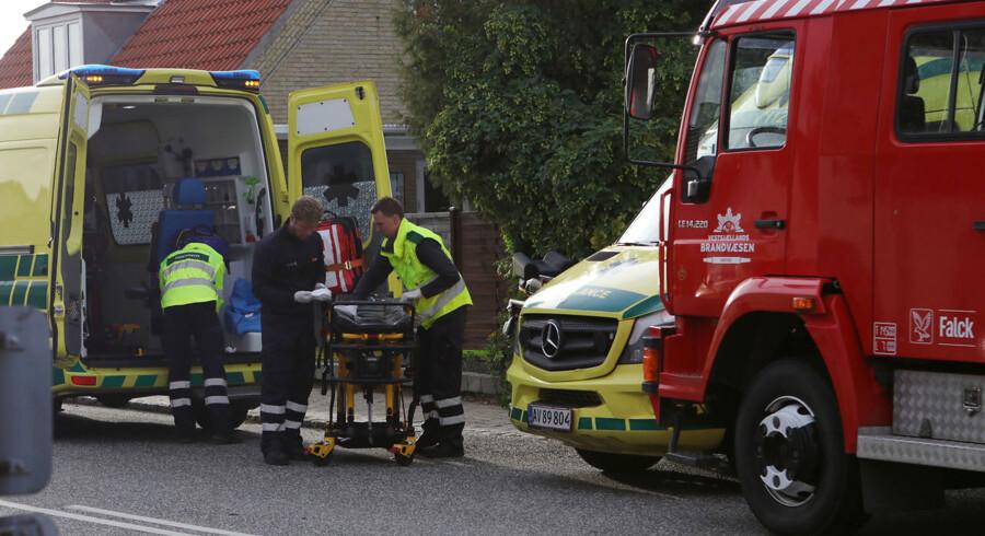 Flere livløse personer blev reddet ud fra en voldsom brand i en lejlighed i Mørkøv på Vestsjælland.