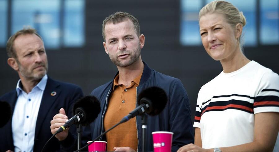 Martin Lidegaard opfordrer i en ny bog til, at de Radikale søger ind mod midten – hvilket ses som et klart signal til partileder Morten Østergaard og hans nære støtte, Sofie Carsten Nielsen.