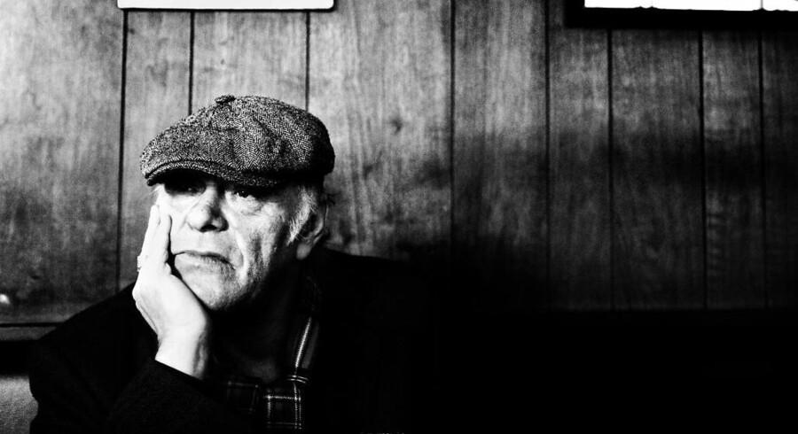 Kim Larsen gik bort i en alder af 72 år. Det var et chok, men det kom ikke bag på forfatteren Jakob D. Lund. Han har skrevet en af biografierne af manden, der »peakede, når han stod scenen« - men måske savnede landevejen.