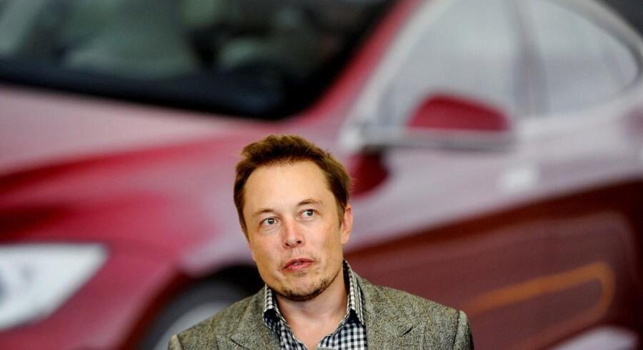 Tesla-aktien brager i vejret i det amerikanske formarked, efter Elon Musk har indgået et forlig med landets børsmyndigheder. Musk fik myndighederne på nakken efter et meget omtalt tweet, hvori han overvejede at tage Tesla af børsen REUTERS/Noah Berger/File Photo