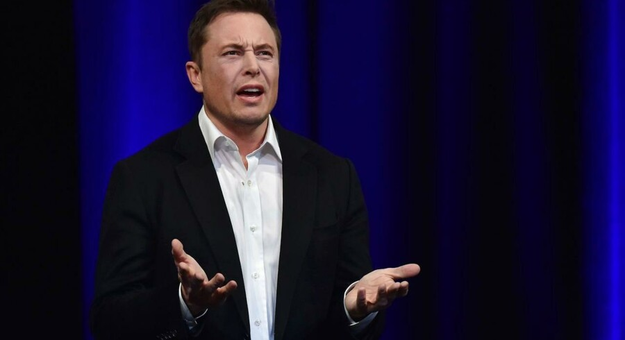 Elon Musk har fået en let spændetrøje på af de amerikanske børsmyndigheder i forsøget på at tøjle hans impulsive udmeldinger. Flere tvivler dog på, at det hjælper. Arkivfoto: Peter Parks/AFP/Scanpix