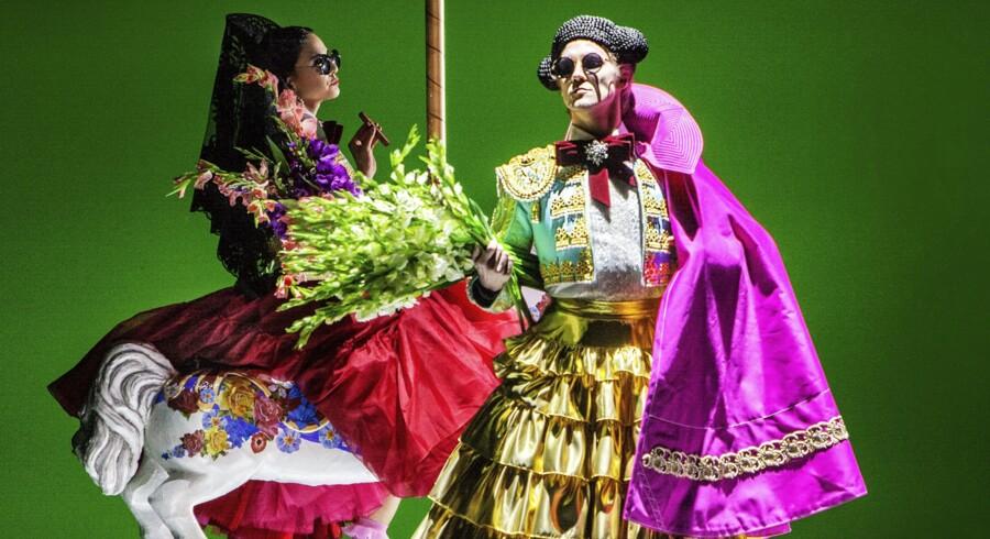 Et absurd, surrealistisk og meget spansk univers.Stephanie Chen Gundorph og Jón Axel Fransson i Marcos Moraus »Carmen«.