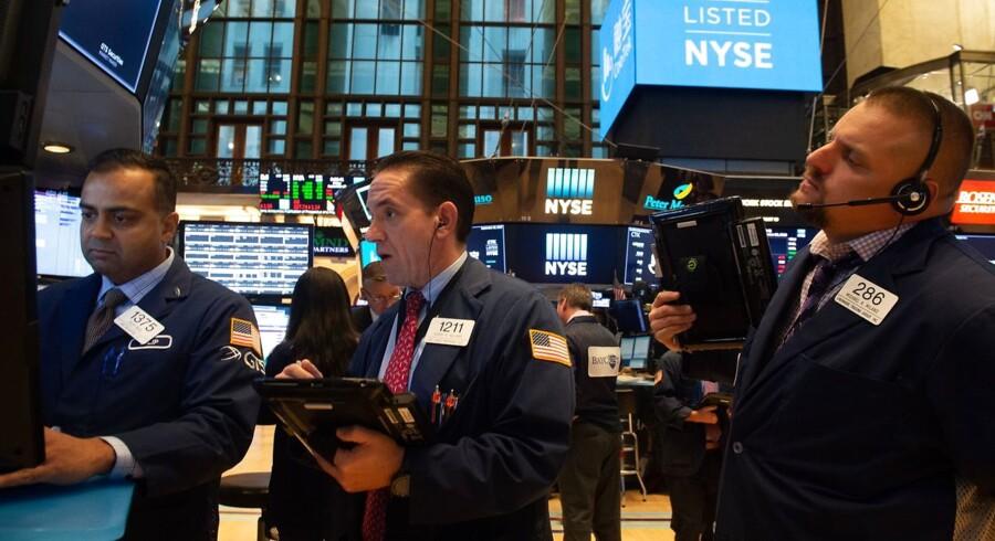 De asiatiske aktiemarkeder uden for Japan ligger med kursfald tirsdag, hvor den positive stemning på baggrund af den nordamerikanske frihandelsaftale er aftaget, mens advarsler om afmatning i den globale økonomi begrænser risikovurderingen.
