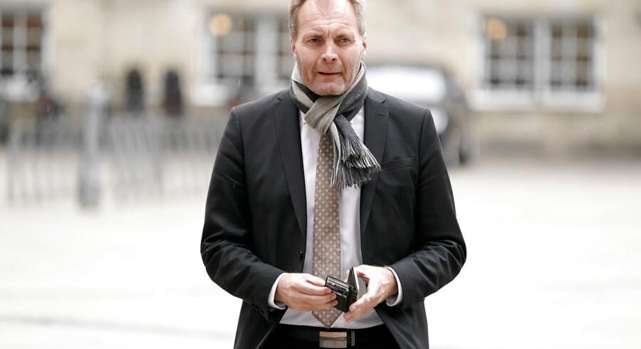 Peter Skaarup (DF) ankommer til gudstjeneste i Christiansborg Slotskirke før Folketingets åbning.