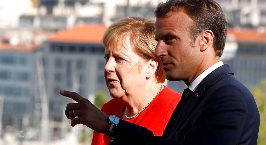 De to ledere, der klarer sig bedst i undersøgelsen, er Frankrigs Emmanuel Macron og Tysklands Angela Merkel.