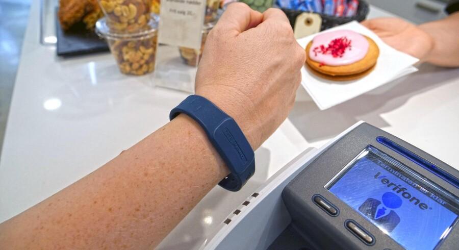 PR-foto. Danske Bank tester nu en ny betalingsløsning, hvor man går skridtet videre fra kreditkortet.