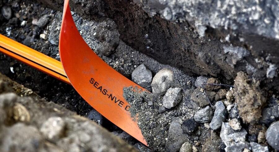 Det vest- og sydsjællandske energiselskab SEAS-NVE skyder 3,4 milliarder kroner ekstra i at få gravet fiberkabler til lynhurtige internetforbindelser ned til samtlige husstande i området. Også aarhusianske NRGi finder ekstra milliardbeløb frem. Arkivfoto: Nils Meilvang, Scanpix