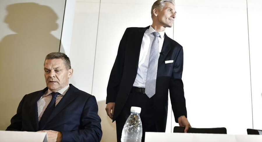 Danske Bank har måttet se aktiekursen dykke støt gennem årets første ni måneder. Selv om meget af det med stor sandsynlighed skyldes hvidvasksagen, så er der også andre faktorer på spil, der trykker både Danske Bank og de andre danske banker. Her ses bestyrelsesformand Ole Andersen (tv.) og nu tidligere Danske Bank-topchef Thomas Borgen.