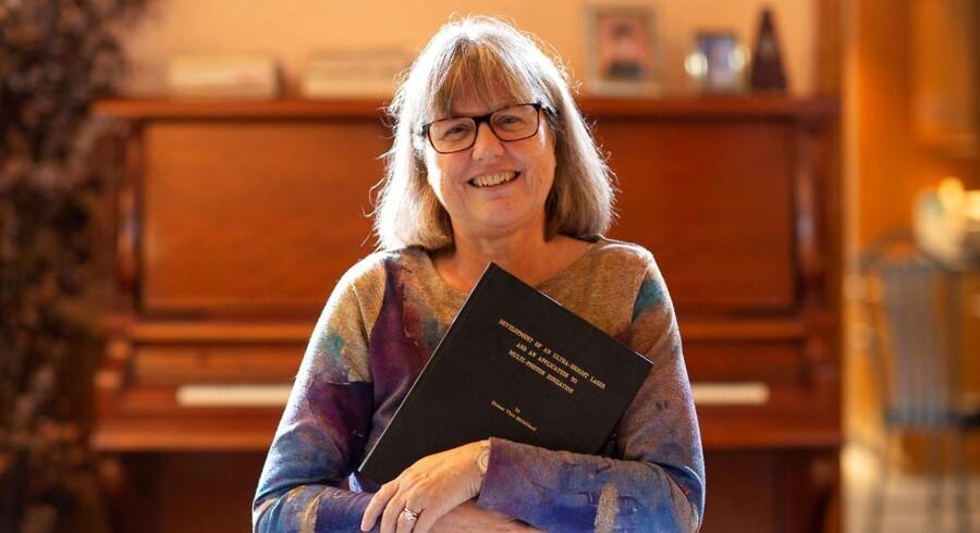 Donna Strickland er canadisk forsker og den første kvindelige nobelprismodtager i fysik i 55 år. Hun har medvirket til, at videnskaben i dag kan måle på og manipulere med enkelte molekyler.