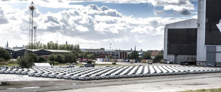 I 2030 skal det ifølge regeringen være slut med at købe andet end el- og hybridbiler i Danmark. Billedet her er fra d. 2 september 2015, hvor 400 elbiler stod klar på Refshaleøen i København til lancering af et nyt transport-konceptet.