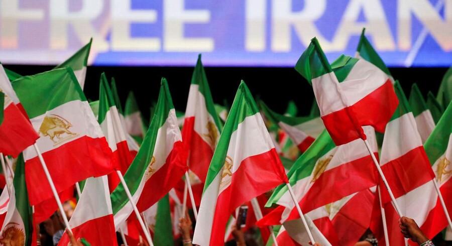 »Iran er blevet farligere efter atomaftalen, og det kan vi tydeligt se konsekvenserne af i dag – nu også i Europa,« skriver Naser Khader med henvisning til den trussel mod en iransk eksilgruppe, der tilsyneladende var årsagen til, at politiet og PET lukkede trafikken ned i det østlige Danmark i fredags.