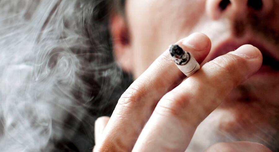Afgifterne på cigaretter skal ifølge Konservative hæves. På den måde bryder partiet med de andre fra blå blok.