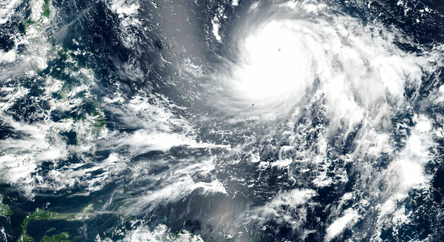 Omkring 150 flyafgange er blevet aflyst på grund af tyfonen Kong-rey, der fredag nærmer sig det sydlige Japan.Billedet her er et arkivfoto af tyfonen, der ramte Filippinerne