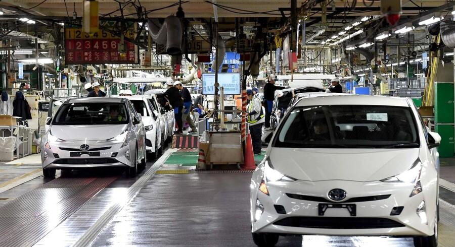 Arkivfoto. Problem i hybridbilernes system kan føre til standsning. 290.000 af bilerne er solgt i Europa.