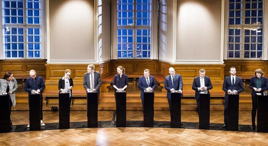 De vil så gerne være forskellige, men de søger alle sammen »midten« af dansk politik, og kommer derfor til at klumpe sig sammen. Tilbage er kun personfnidder og i mindre grad politisk substans.